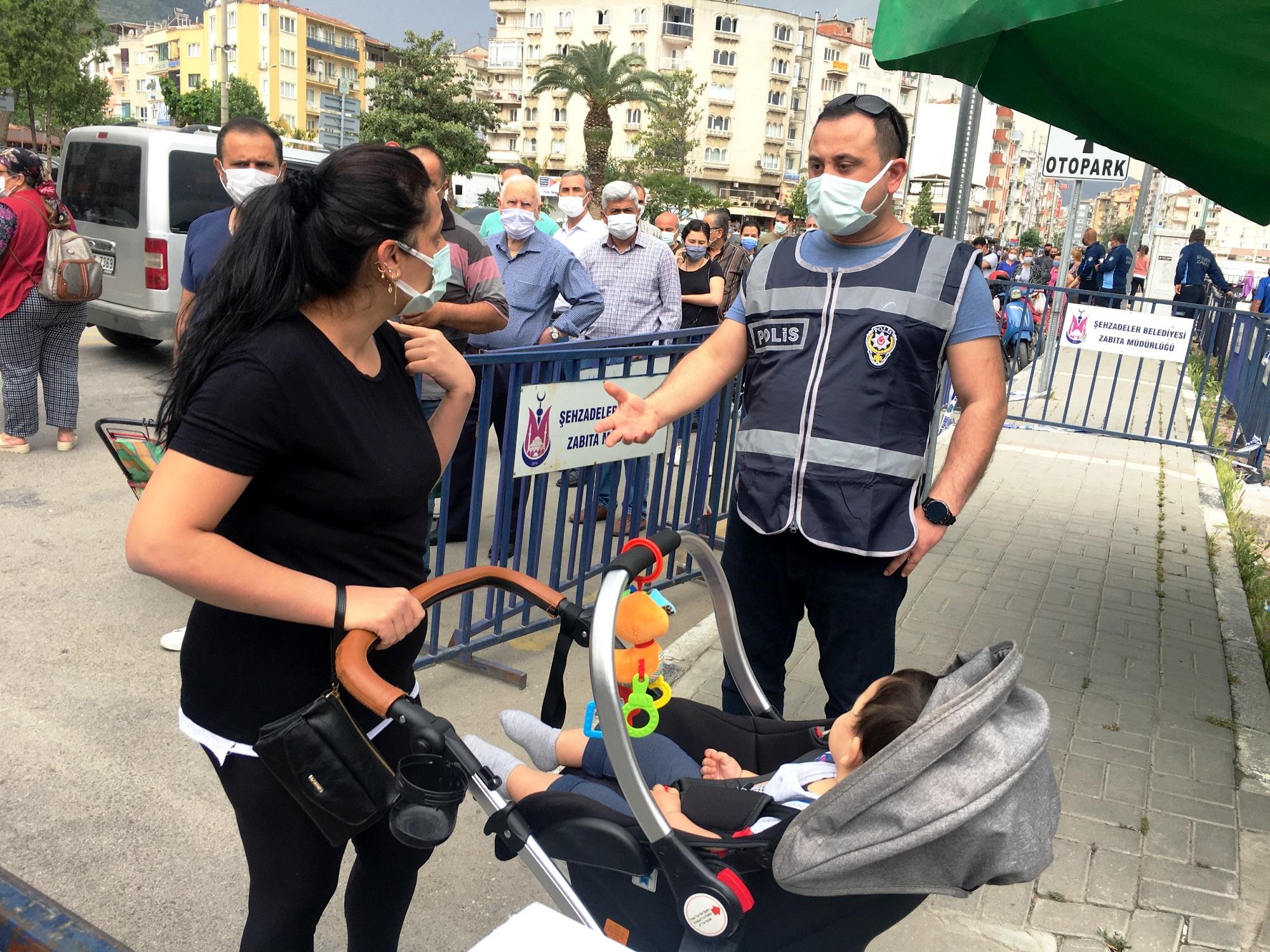 Bebekli ve çocuklu anneler ve kadınlar hem pazaryerindehem de marketler zincirlerinde geri döndürüldü