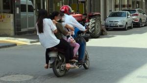 Hayrete düşüren yolculuk! Bir motosiklet üzerinde 5 kişi