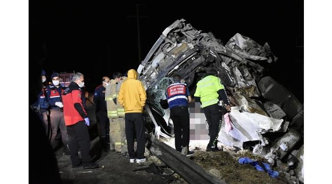 Turgutlu İzmir Karayolunda trafik kazasında 2 kişi yaşamını yitirdi